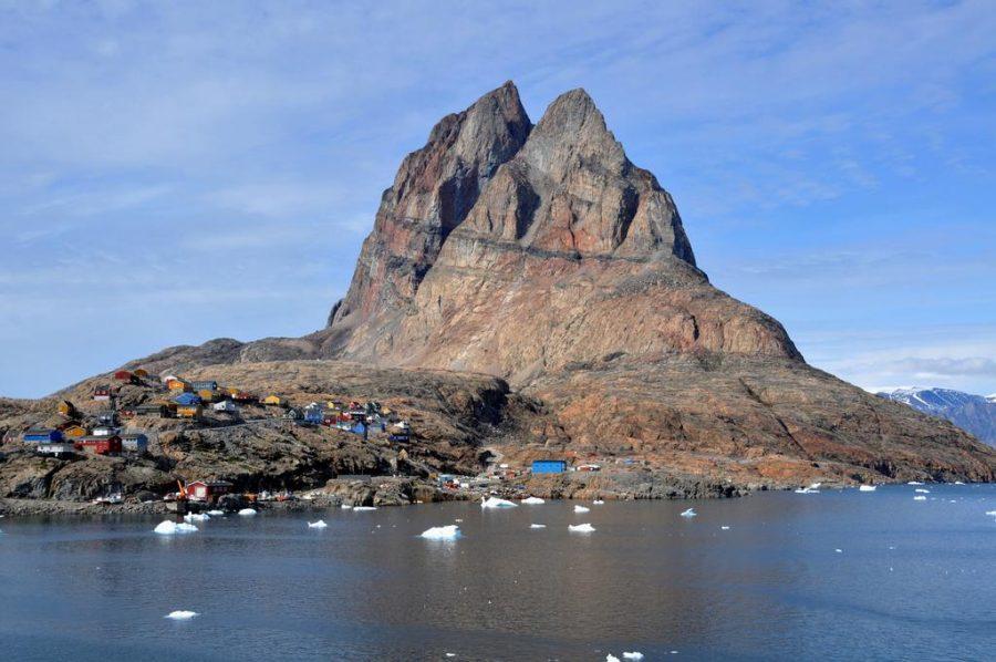 Остров с палатками
