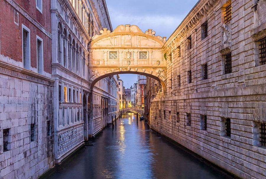 Мост-вздохов-в-Венеции
