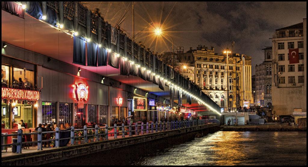 galata-bridge-istanbul-by-night