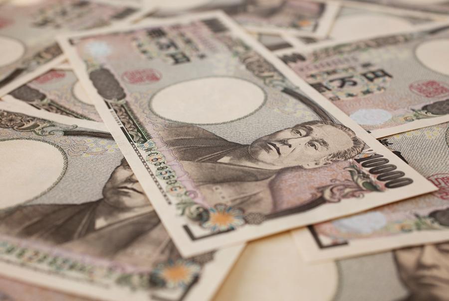 Какую валюту брать в Японию