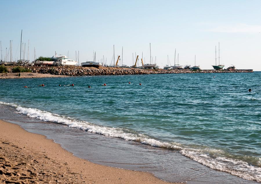 Вид на пляже в Афинах