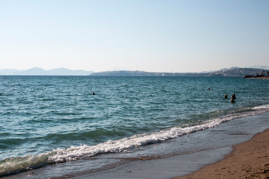 Городской пляж Афин