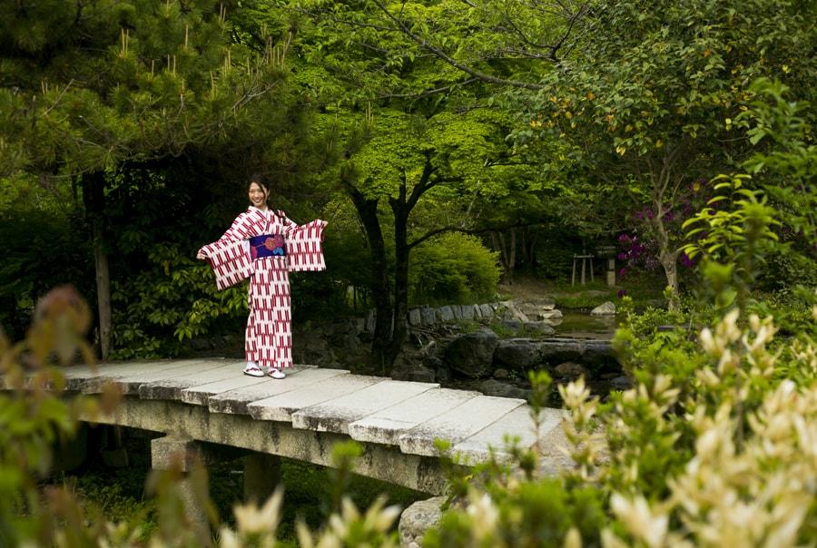 Девушка в кимоно