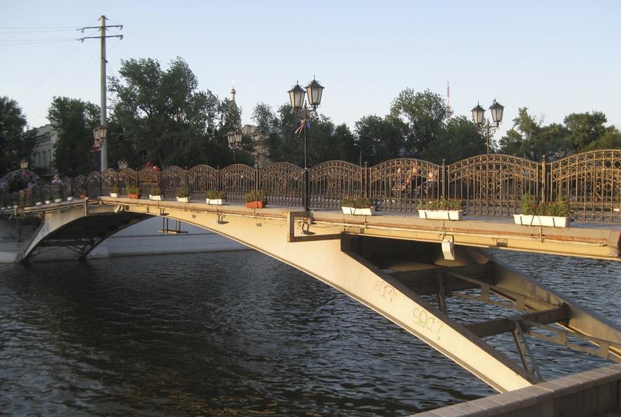 Мост влюбленных в Астрахани