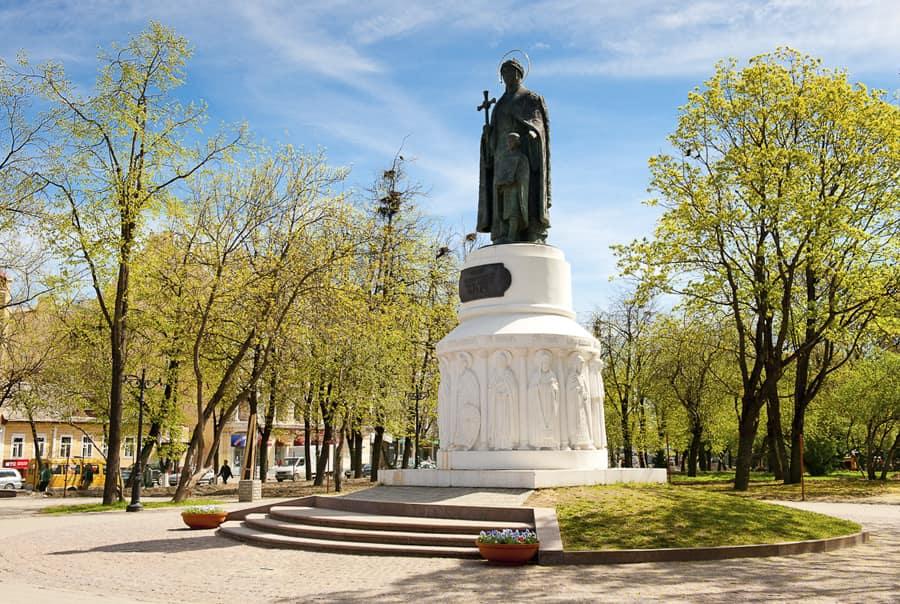 Памятник Ольге в Пскове
