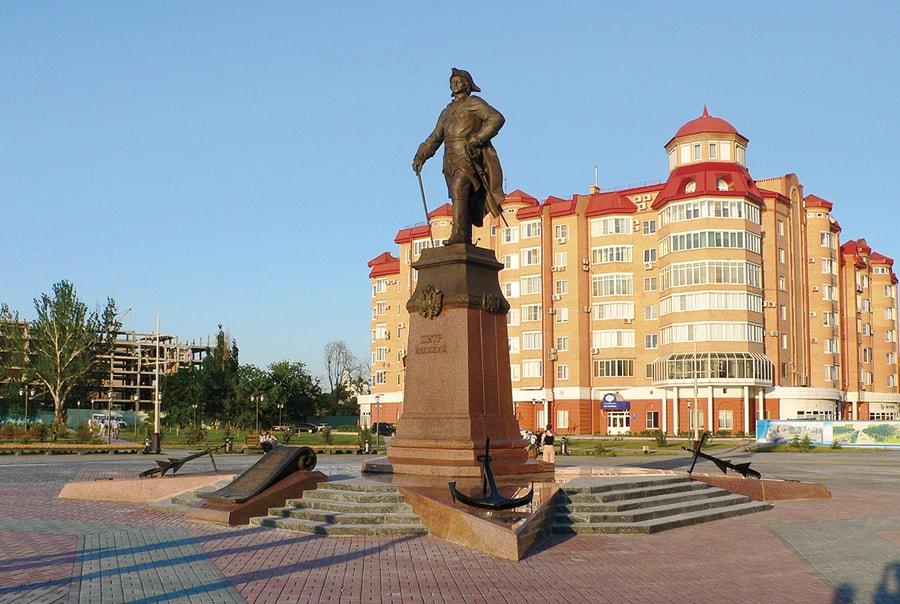 Памятник Петру в Астрахани
