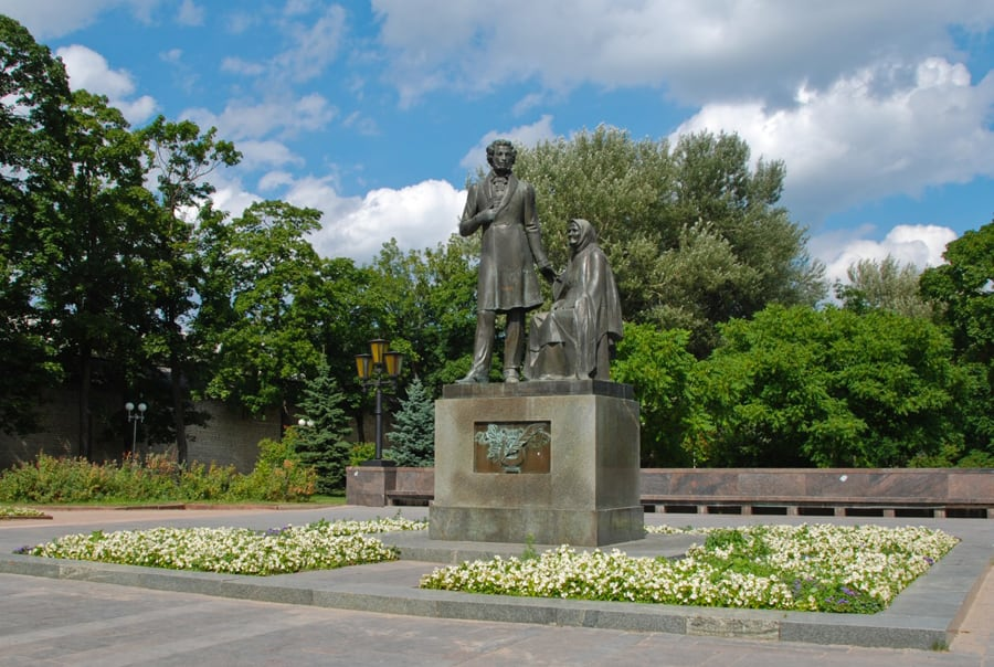 Памятник Пушкину в Пскове