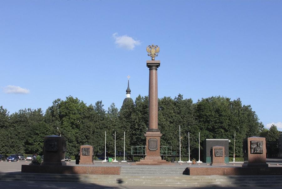 Стела в Пскове