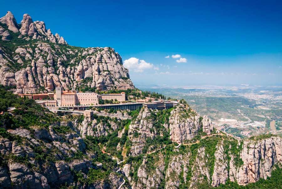 Монастырь Монсеррат фото