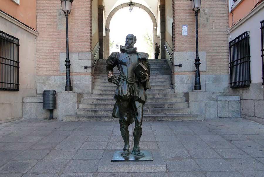Памятники и скульптуры фото