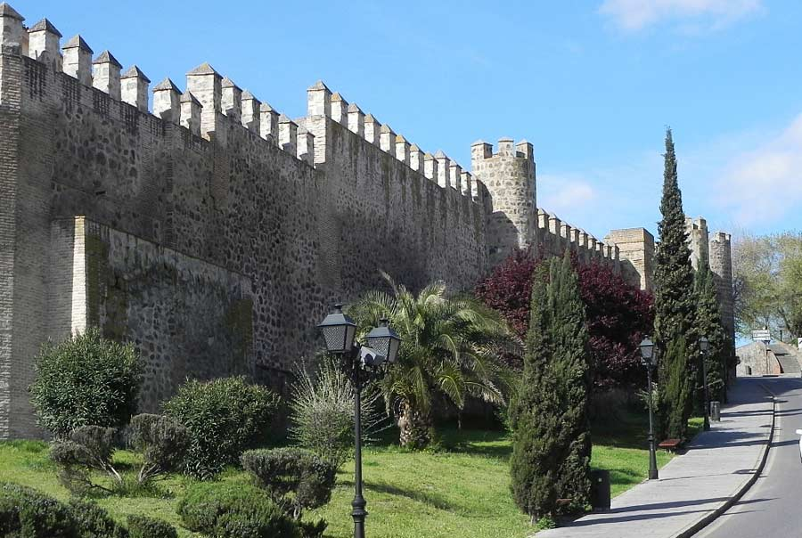 Крепостные стены Толедо фото