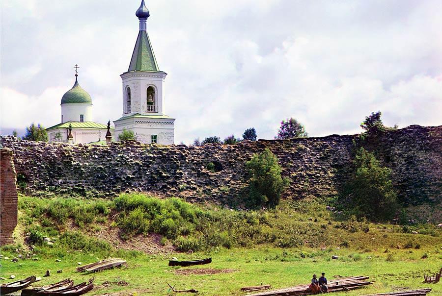 Храм и крепость в Старой Ладоге фото