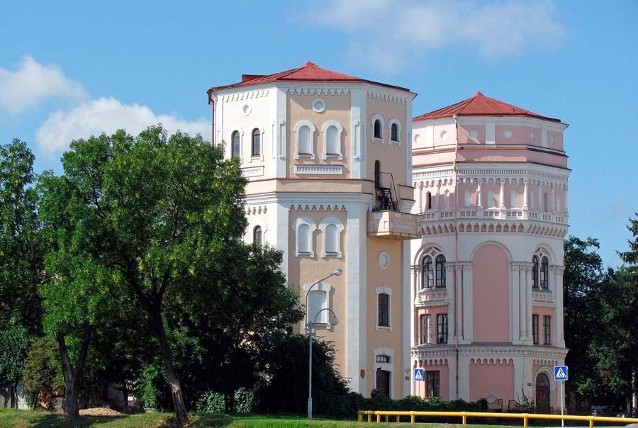 Водонапорные башни «Кася» и «Бася» фото