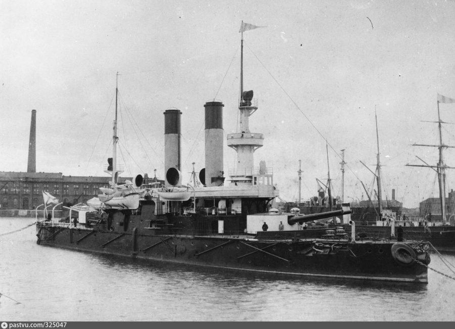 Корабль в Кронштадте