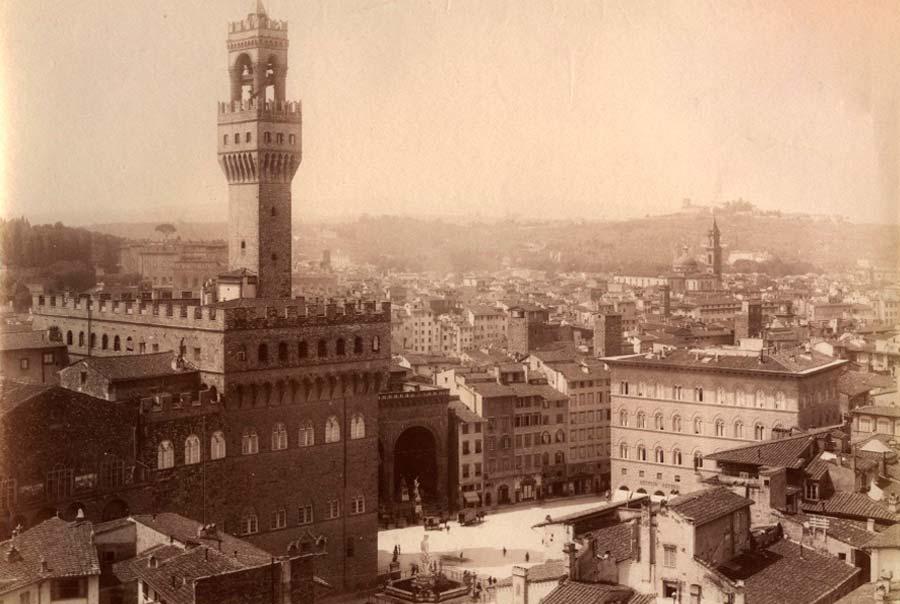 Вид на площадь на старом фото