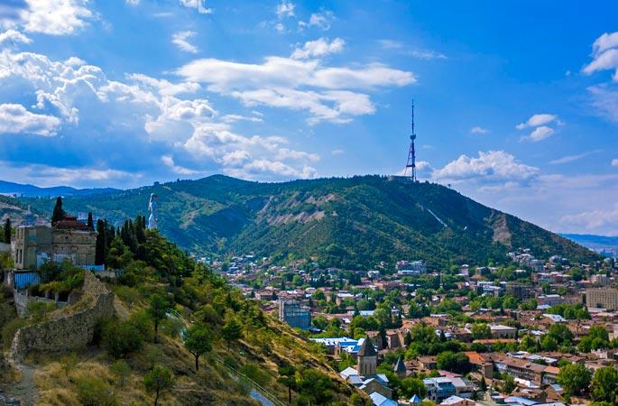 Гора Мтацминда в Тиблиси