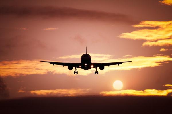 Самолет взлетает