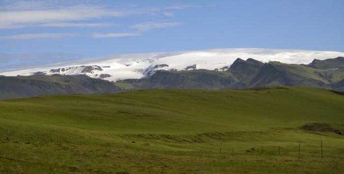 Вид на горы и ледник