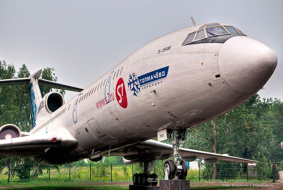 Памятник-ту-154