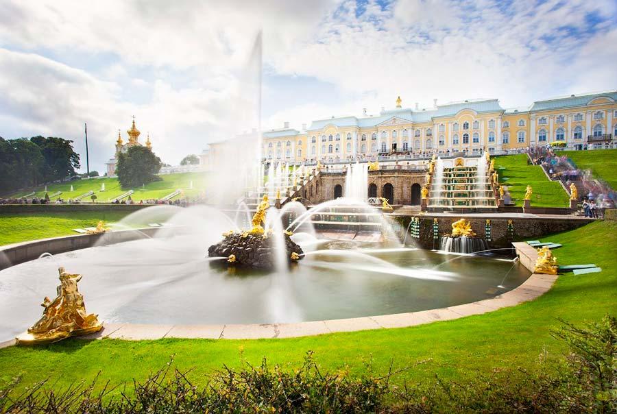 Петергофский дворец фото